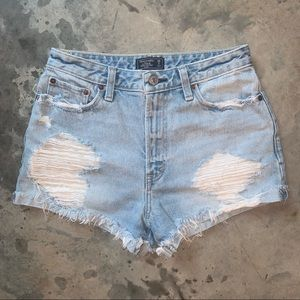 Abercrombie & Fitch high rise Annie shorts. 26.